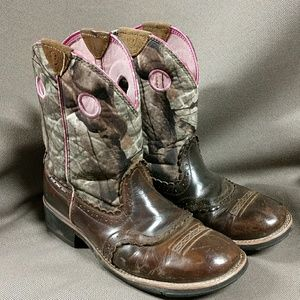 Ariat pink and camo shaft fatbaby boots 10B